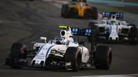 Valtteri Bottas a Felipe Massa v závodě v Abú Zabí