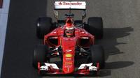 Ferrari v posledním letošním testu pnematik Pirelli pro rok 2017 v Abú Zabí