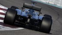 Mercedes v posledním letošním testu pnematik Pirelli pro rok 2017 v Abú Zabí