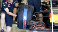 Red Bull během posledního dne testů nových pneumatik v Abú Zabí