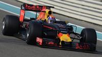 Max Verstappen během posledního dne testů nových pneumatik v Abú Zabí