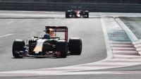 Daniel Ricciardo během posledního dne testů nových pneumatik v Abú Zabí