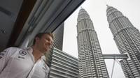 Nico Rosberg při oslavách titulu s Petronasem v Malajsii