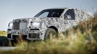 SUV od Rolls-Roycu na prvních fotkách! Bude obrovské, luxusní a nepřehlédnutelné - anotační foto
