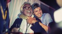 Keke Rosberg v objetí svého syna Nica při oslavách titulu