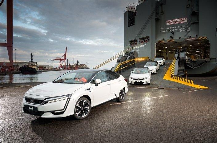 Do Evropy přichází Honda Clarity Fuel Cell. Tesla má zřejmě problém - anotační foto