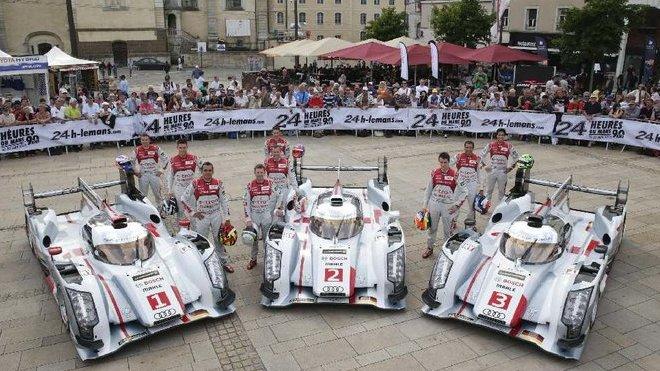 Trojice Audi R18 e-tron quattro před závodem v Le Mans 2013