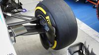 Zavěšení Mercedesu a Red Bull jsou podle FIA po posledních úpravách legální - anotační foto