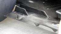 Pravý zadní rok - výřezy v podlaze Mercedesu F1 W07 Hybrid