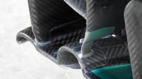 Detail koncovky hlavního profilu předního křídla Mercedesu F1 W07 Hybrid