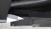 Přední část podlahy Mercedesu v místě bočnicových panelů