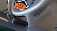 Krátká špička nosu umožňuje čisté proudění pod vozem k podlaze, náročné řešení pro absolvování povinných nárazových testů