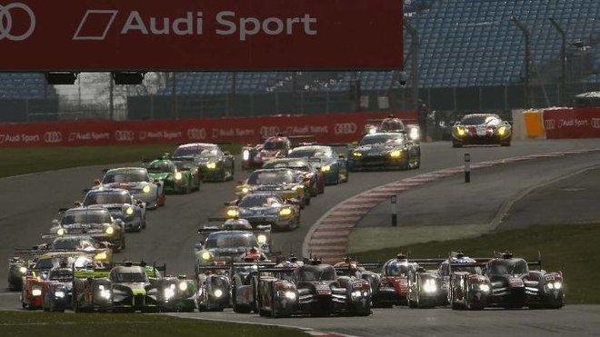 V roce 2016 kralovaly v Silverstone ještě vozy Audi R18 e-tron quattro