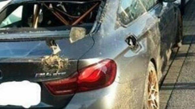 Co se stalo s tímhle zničeným BMW M4 GTS? Majitel je v tom tak trošku nevinně - anotačné foto
