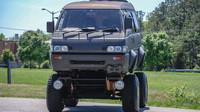 Mitsubishi Delica je vypadá v této úpravě jako malý japonský monster truck.
