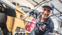 Stéphane Peterhansel po šesti vítězstvích na motorce přidal už sedmé v autě