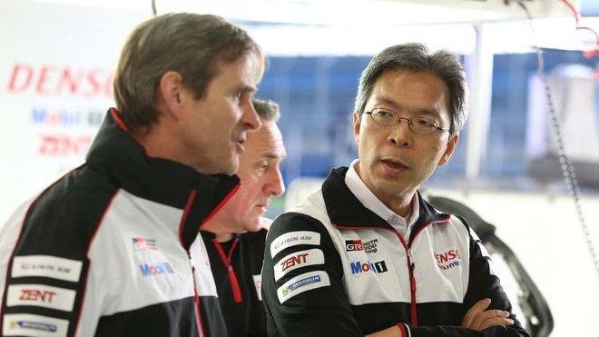 Technický ředitel Toyota Gazoo Racing Pascal Vasselon (vlevo) a Prezident týmu Toshio Sato