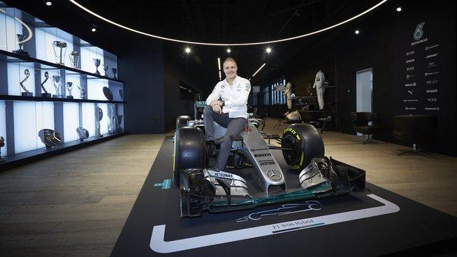Valtteri Bottas nastupuje k Mercedesu