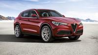 Kam se hrabou BMW a Jaguar! Alfa Romeo Stelvio je krásná a rychlá i v běžném provedení - anotační foto