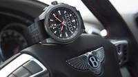 Breitling si připravil speciální edici hodinek k aktuálně nejrychlejšímu Bentley - anotačno foto