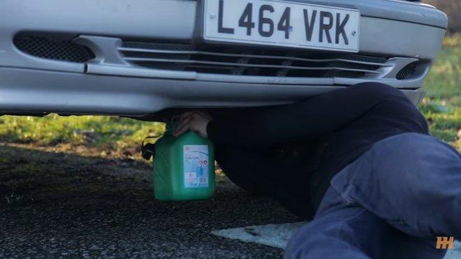 Jak dlouho pojede auto s motorem, v němž není ani trocha oleje?