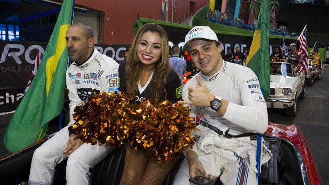 Závod šampionů 2017 - Felipe Massa s Tonym Kanaanem a roztleskavačkou