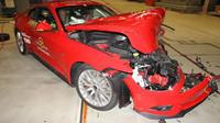 Ford Mustang v nárazových testech naprosto propadl.