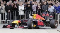Záběr Red Bullu z amerického Houstonu - nyní se podobně velkolepá show chystá v Londýně
