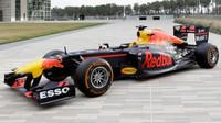 Red Bull RB7 na roadshow v Houstonu s logy nového technologického partnera