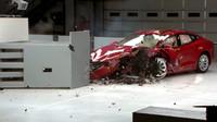 Jak dopadla Tesla Model S v nárazových testech organizace IIHS?