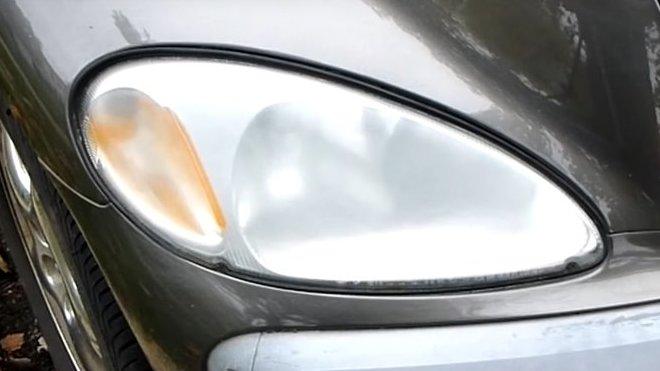 Jak rychle a levně vyčistit zašlá přední světla.