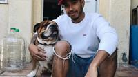 Lewis Hamilton se svým boxerem