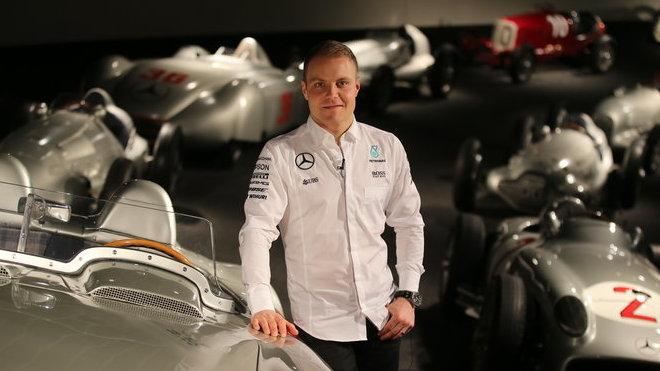Valtteri Bottas s historickými vozy Mercedesu