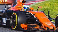 McLaren se předvedl na trati, vůz Haas prozradila konkurence (+ videa) - anotační obrázek