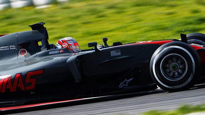 ONLINE:Pokračuje přetahovaná Ferrari a Mercedesu, Renault a Force India zatím nevyjely - anotační obrázek