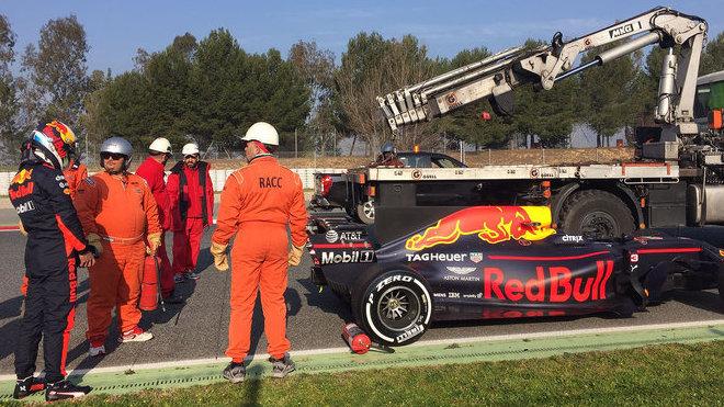 První nedobrovolná zastávka Daniela Ricciarda v předsezónních testech