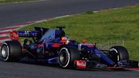 Pohled na Toro Rosso STR12 - Renault z úvodu tréninku