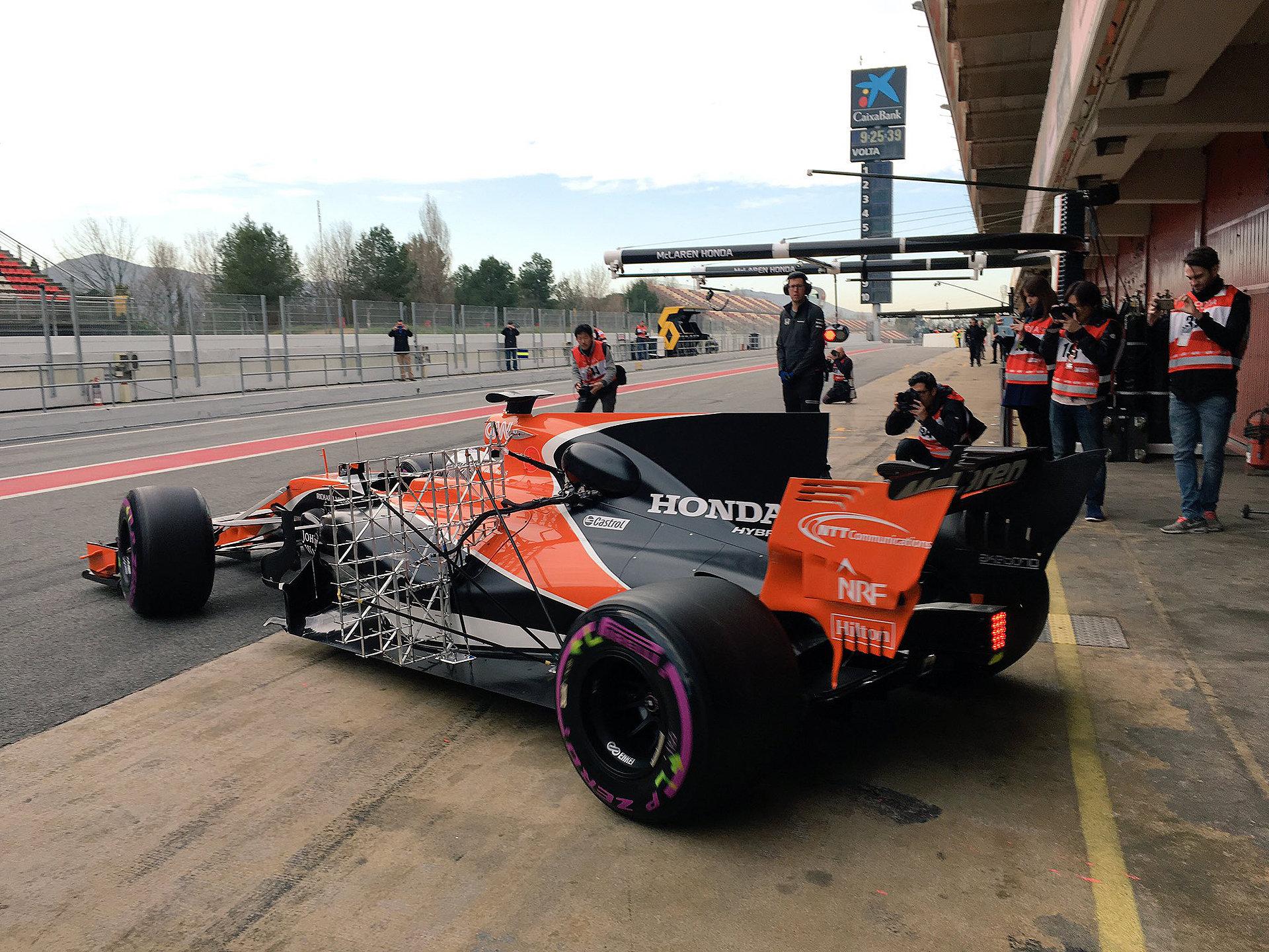 McLaren v předsezónních testech v Barceloně čekalo hořké vystřízlivění, nejhorší sny se stávaly opět skutečností