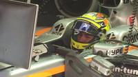 Pérez studuje v garáži Force Indie časy soupeřů