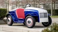 Nové vozítko značky Rrolls-Royce pro mladé pacienty nemocnice