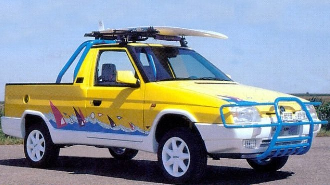 Druhý prototyp Škody Fun měl žlutou karosérii a výraznou boční grafiku.