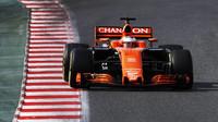 Stoffel Vandoorne s McLarenem MCL32 při předsezónních testech v Barceloně