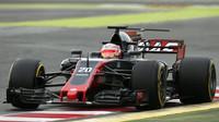 Magnussen na Haasu VF-17 Ferrari