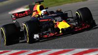 Daniel Ricciardo s Red Bullem RB13 během předsezónních testů v Barceloně