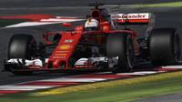 Sebastian Vettel s Ferrari SF70H během prvního týdne předsezónních testů v Barceloně