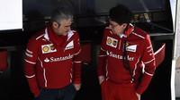 Maurizio Arrivabene (vlevo) v pozici šéfa týmu i přes vzrůstající formu Ferrari skončil