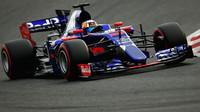 Carlos Sainz s vozem Toro Rosso STR12 během druhých předsezónních testů v Barceloně