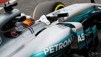 Mercedes s testovacími mřížkami na začátku dnešního dne