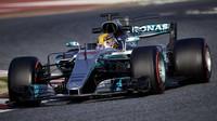 Hamilton v 2. tréninku o půl sekundy před Vettelem - anotační foto