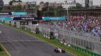 Esteban Ocon s Force Indií VJM10 během tréninku v Austrálii